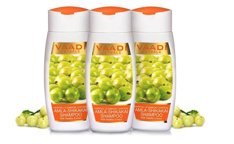 Vaadi Herbals shampoo is made with herbal and natural ingredients. It is paraben and sulfate-free and suitable for men and women both.