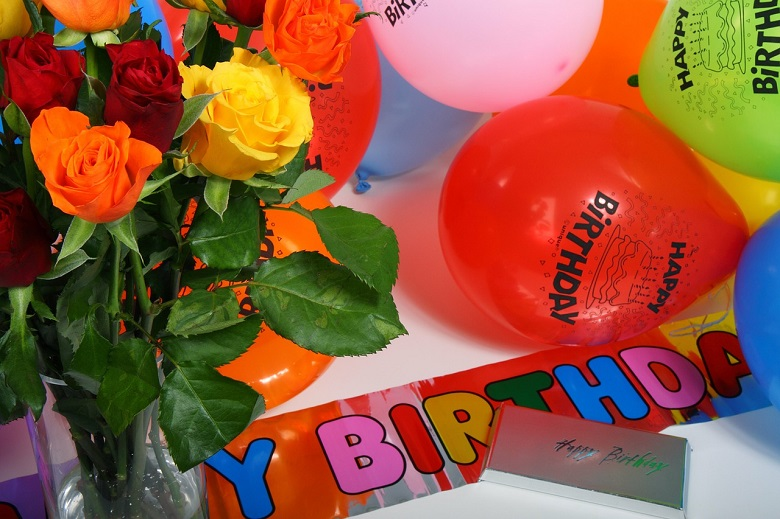Combo of Flowers and Balloons