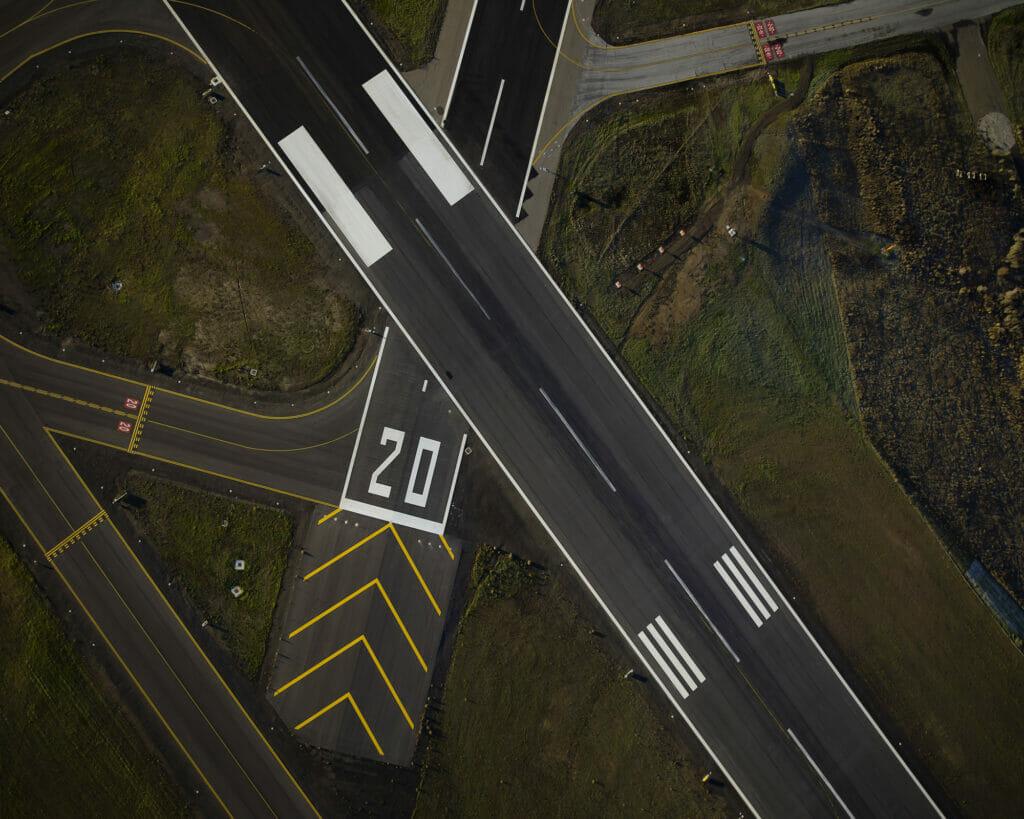 Runway SR90472 1215