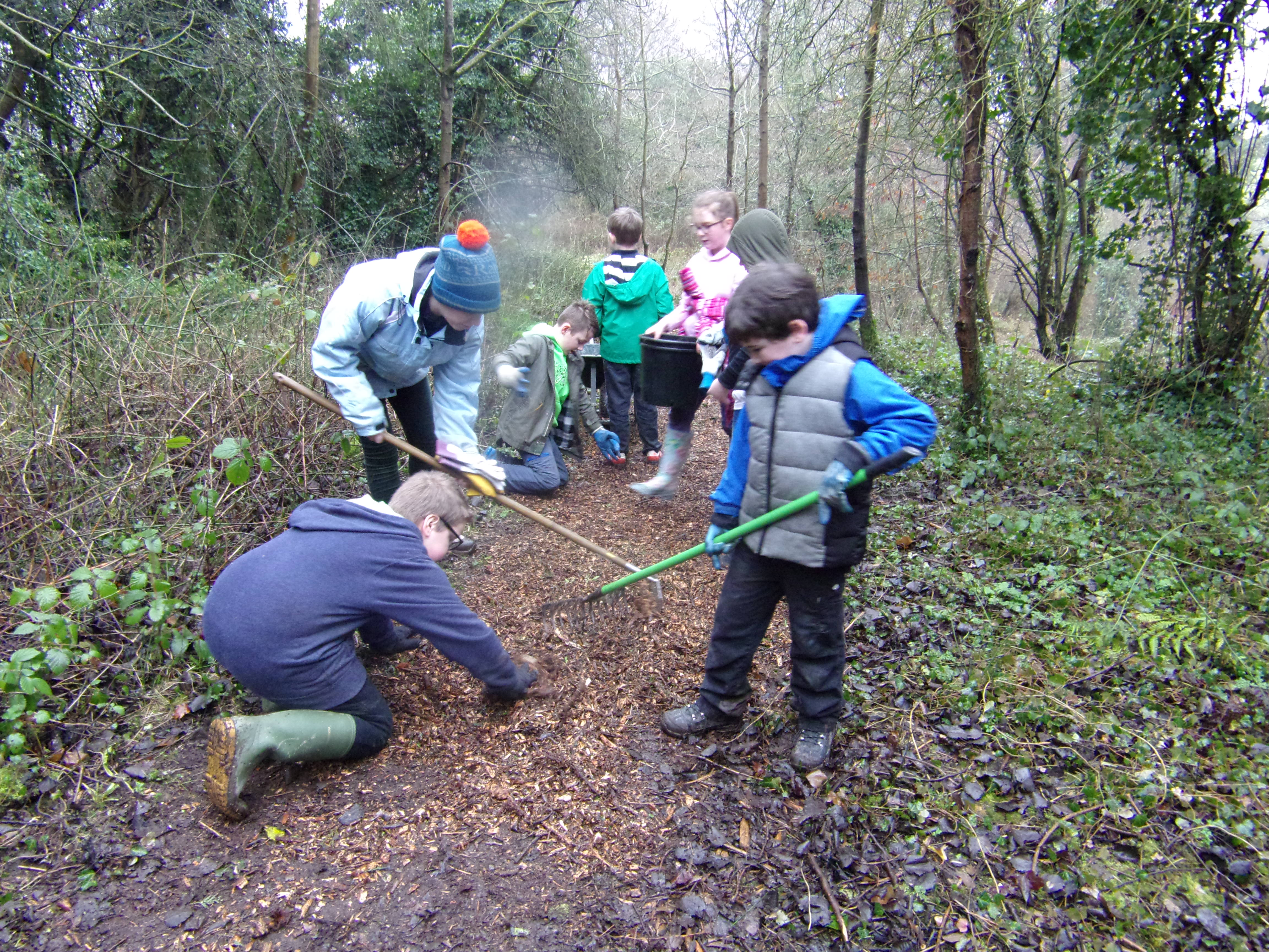 Broseley CE School children laying wood chippings