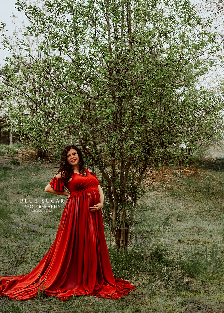 maternity photography: photo of pregnant woman smiling
