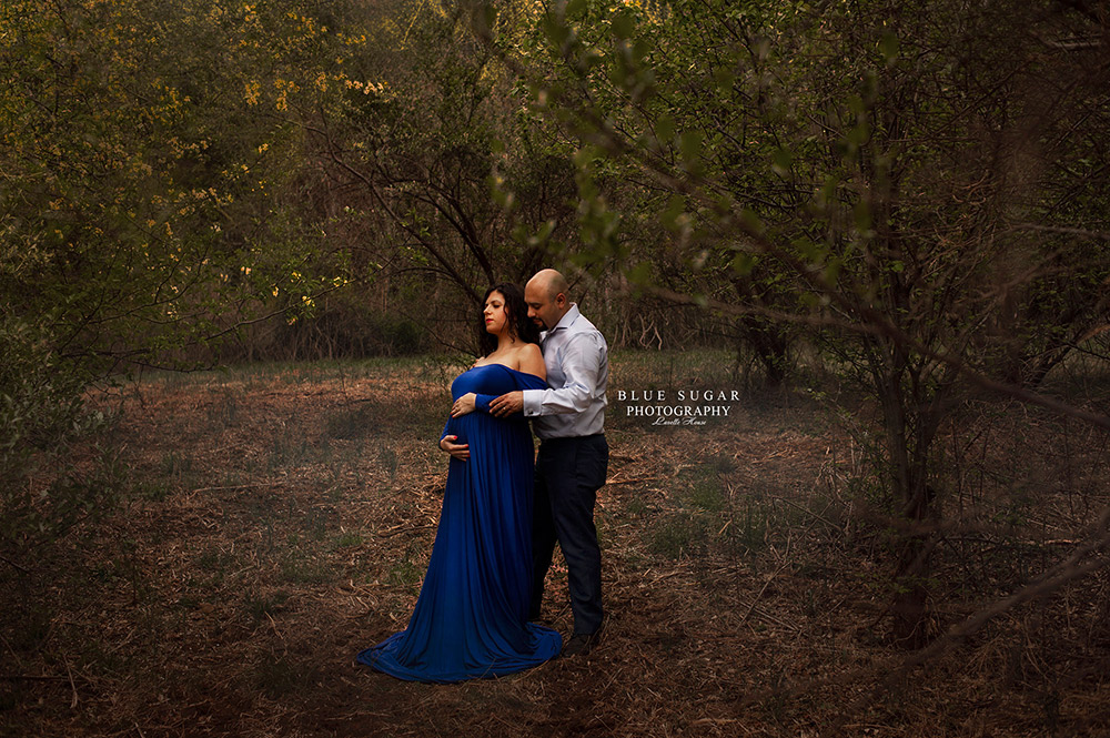 Maternity Photography: pregnant woman in a blue dress