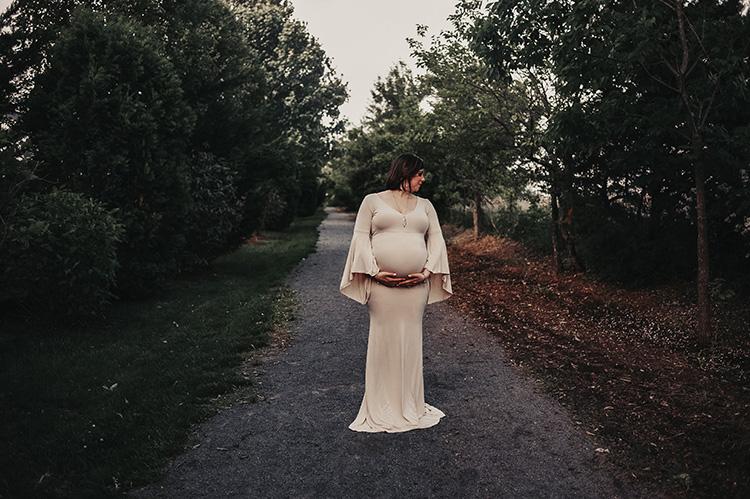 maternity image taken in Lovettsville, VA