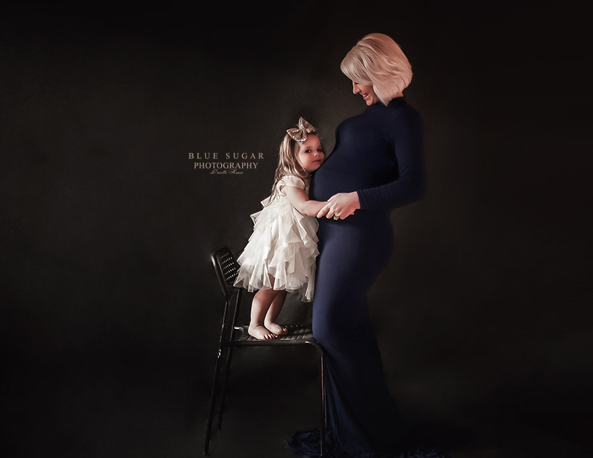mom and daughter maternity photo