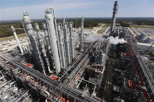 """In this Nov. 16, 2015 photograph, an over view shows a section of the Mississippi Power Co. carbon capture plant in DeKalb, Miss. Treetop Midstream Services, a company that had planned to buy carbon dioxide from Mississippi Power Co.'s Kemper County power plant is suing the utility. Treetop filed suit in Georgia, June 9, 2016, after Mississippi Power terminated its contract to buy carbon dioxide, claiming the unit of Atlanta-based Southern Co. left Treetop with a """"pipeline to nowhere."""" (AP file photo)"""