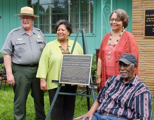 Superintendent of Vicksburg National Military Park, Bill Justice, Evers' daughter, Reena Evers-Everette, Tougaloo College President Beverly Hogan and Evers' brother, Charles Evers show gratitude as they stand alongside honorary plaque.  PHOTOS BY CIANNA HOPE REEVES