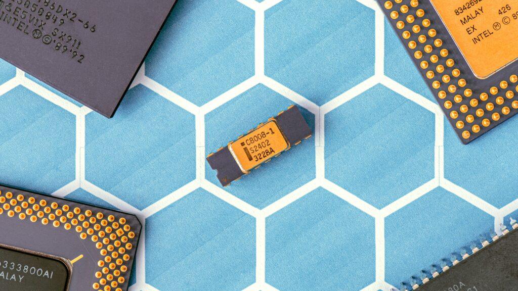 E28 semiconductor