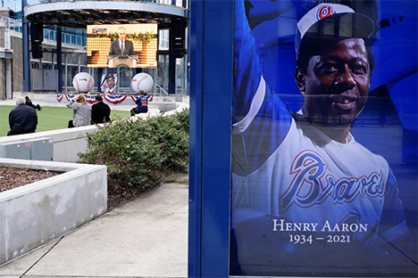 Hank Aaron, baseball's one-time home run king, dies at 86