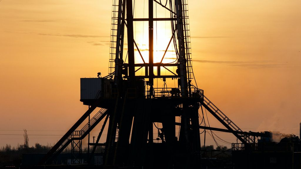 Commercial crude oil inventories have declined by 1.7 million barrels from the previous week during the period ending May 21. (WORKSITE Ltd./Unsplash)