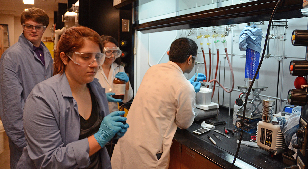 Photo of MTSU Provides Chemistry Research for High School Students through Project SEED