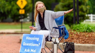 Photo of New, returning MTSU students move in with health protocols in place