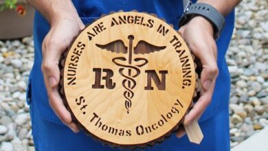 Photo of Widower honors late wife by making 100 plaques for her hospital caregivers