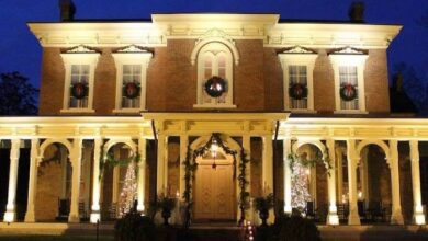 Oaklands Mansion at Christmas