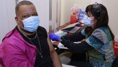 TVHS Veteran gets Moderna COVID-19 vaccine