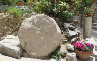 Jesus' death - stone rolled in front of the tomb
