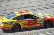 Logano wins in Kansas/clinches spot in championship race