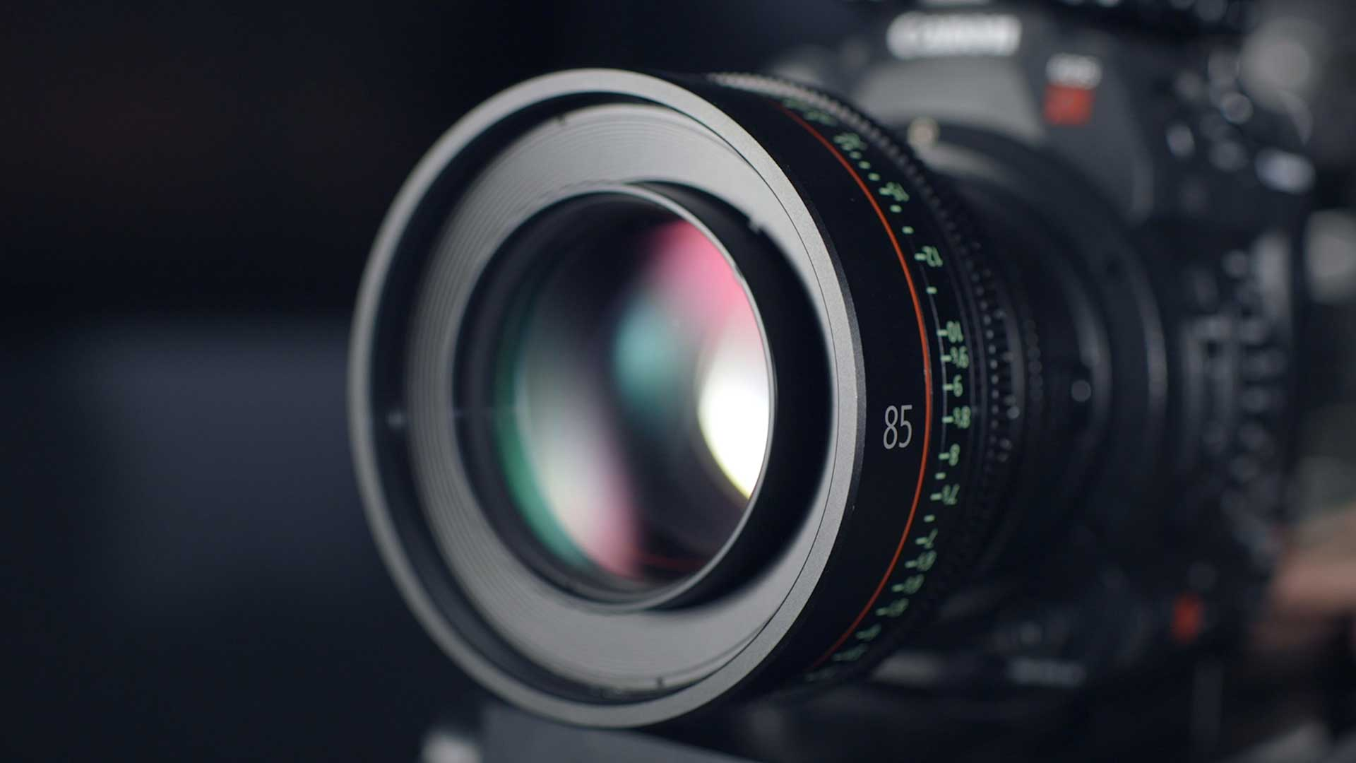 close up of a dslr camera lens on a black canon camera