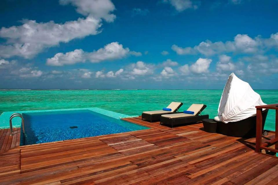 deck sobre la playa