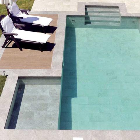 rosa-gres-piscina-privada-escaleras-mistery-grey