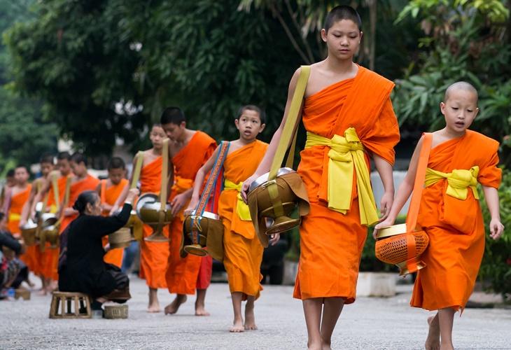 Luang Prabang -Tak Bak (alms giving)