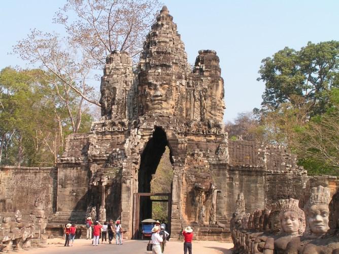 """South gate of Angkor – """"Kung Kea Boat"""""""