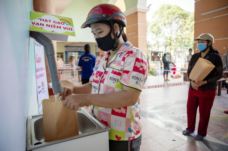 'Rice ATMs' in Vietnam Are Dispensing Food for People Without Work Amid Coronavirus Pandemic