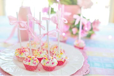 Cupcakes with candles.