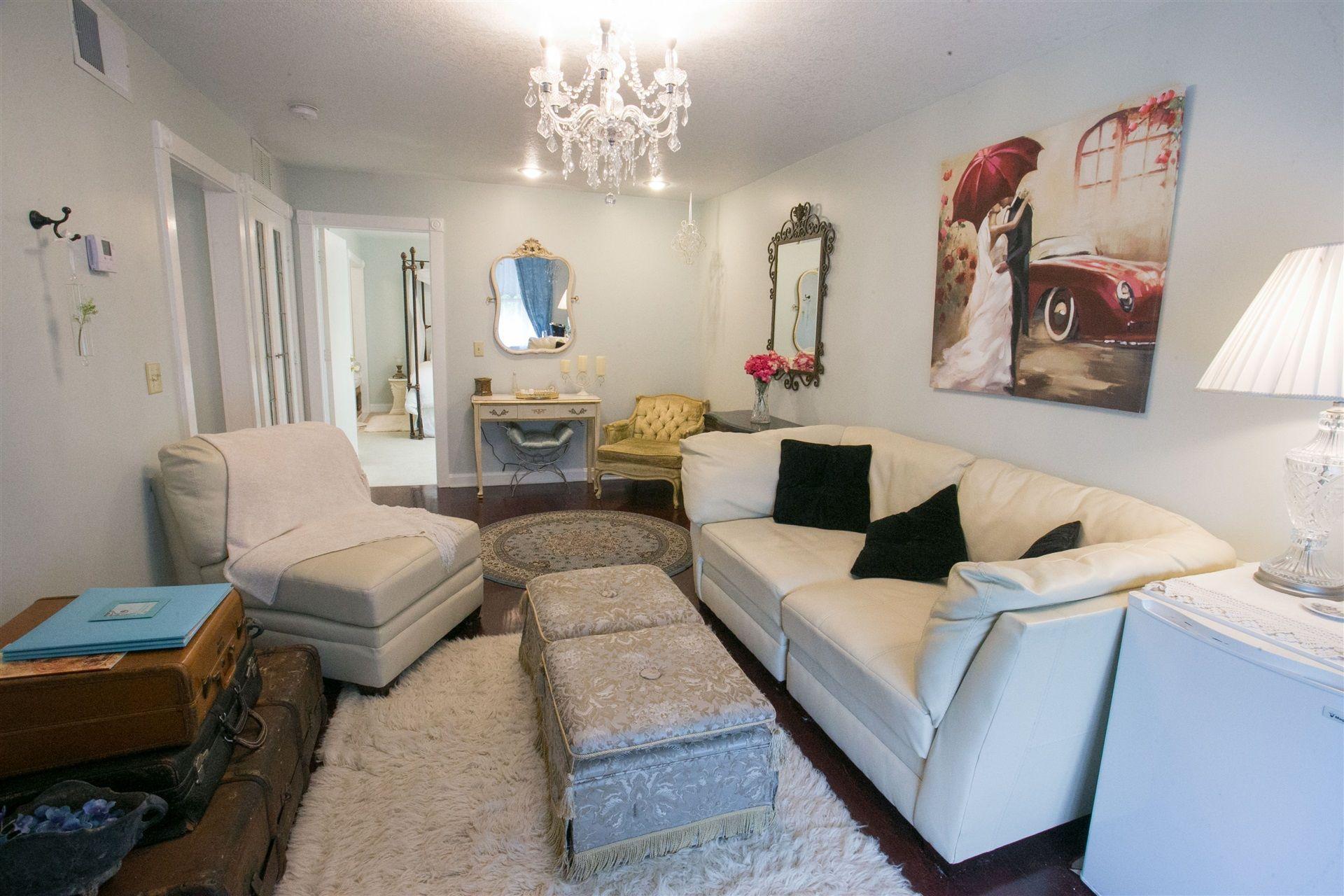 french-riv-livingroom-2015
