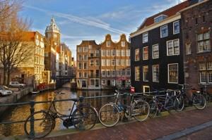 Bicicletas y casas angostas