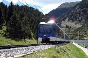 Tren cremallera por el Valle de Nuria