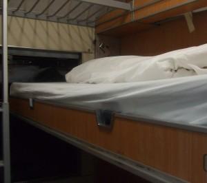 Compartimento con camas abiertas