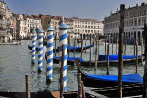 Trenes en Venecia Gondolas sobre el Gran Canal