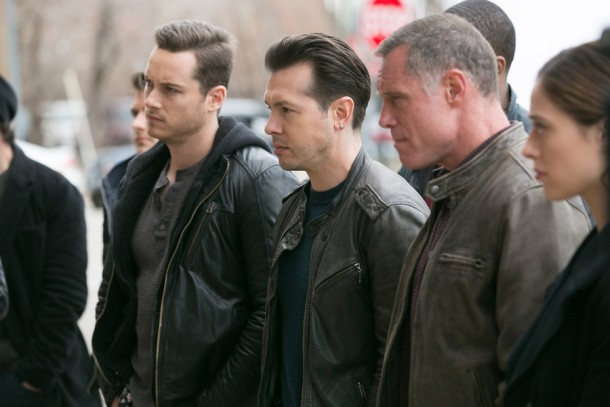 """CHICAGO P.D. -- """"There's My Girl"""" Episode 221 -- Pictured: (l-r) Jesse Lee Soffer as Jay Halstead, Jon Seda as Antonio Dawson, Jason Beghe as Hank Voight -- (Photo by: Elizabeth Sisson/NBC)"""