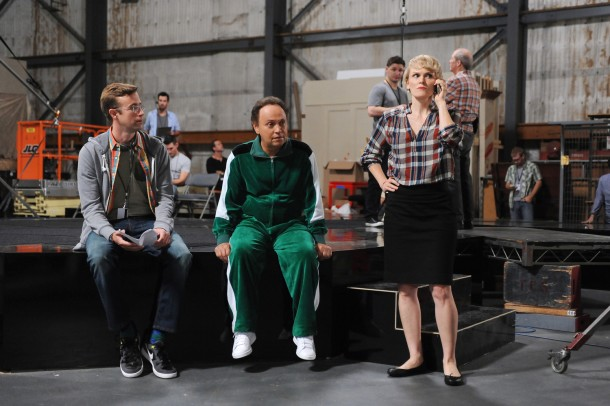 """THE COMEDIANS -- """"Go For Gad"""" Episode 105 (Airs Thursday, May 7, 10:00 pm e/p) -- Pictured: (l-r) Matt Oberg as Mitch Reed, Billy Crystal as Billy, Stephnie Weir as Kristen Laybourne. CR: Ray Mickshaw/FX"""