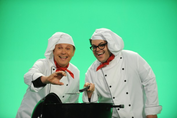 """THE COMEDIANS -- """"Overhear"""" Episode 112 (Airs Thursday, June 25, 10:00 pm e/p) -- Pictured: (l-r) Billy Crystal as Billy, Josh Gad as Josh. CR: Ray Mickshaw/FX"""