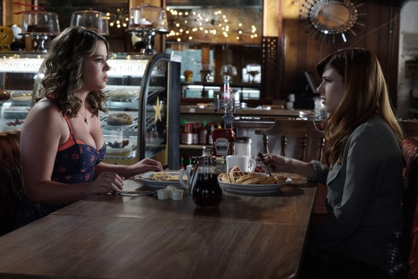 """YOU'RE THE WORST --  """"The Sweater People"""" -- Episode 201 (Airs Wednesday, September 9, 10:00 pm e/p) Pictured: (l-r) Kether Donohue as Lindsay Jillian, Aya Cash as Gretchen Cutler. CR: Byron Cohen/FX"""
