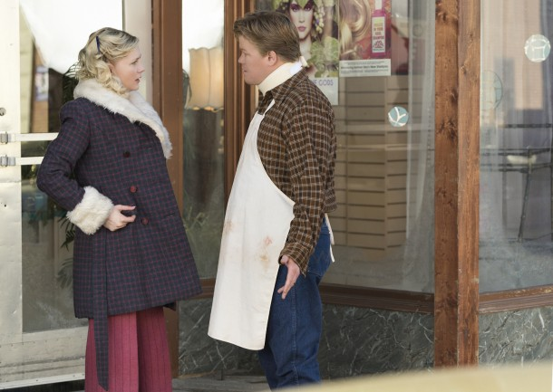 FARGO -- ÒFear and TremblingÓ -- Episode 204 (Airs November 2, 10:00 pm e/p) Pictured: (l-r) Kirsten Dunst as Peggy Blumquist, Jesse Plemons as Ed Blumquist.  CR: Chris Large/FX