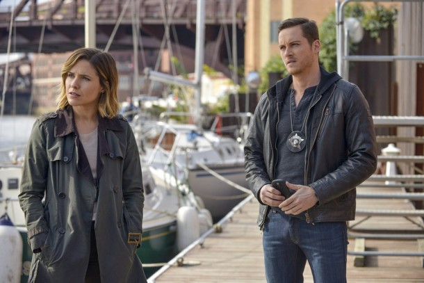 "CHICAGO P.D. -- ""Never Forget I Love You"" Episode 309 -- Pictured: (l-r) Sophia Bush as Erin Lindsay, Jesse Lee Soffer as Jay Halstead -- (Photo by: Matt Dinerstein/NBC)"