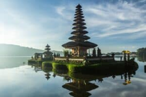 Best things to do in Bali, Indonesia visit Ulan Danu Temple