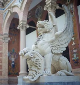 unique lifting of statues