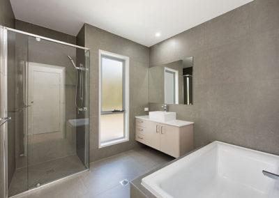 maclamond drive bathroom 3