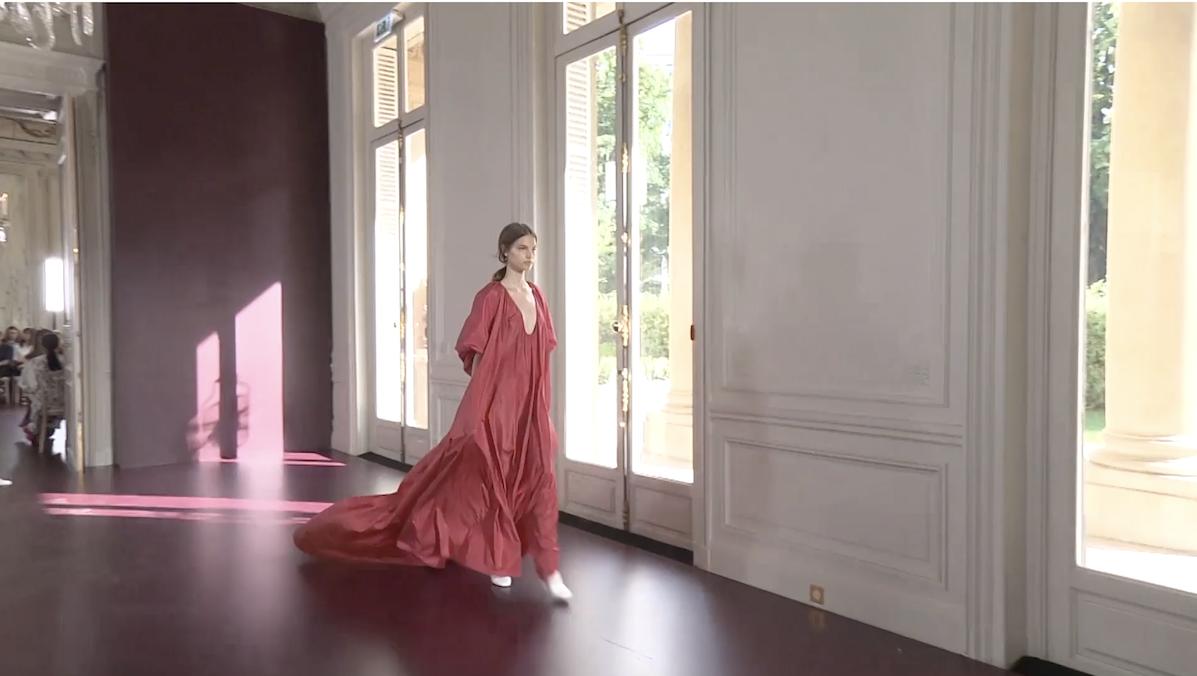 Valentino Coture Fashion Week 2017 - Camila Straschnot