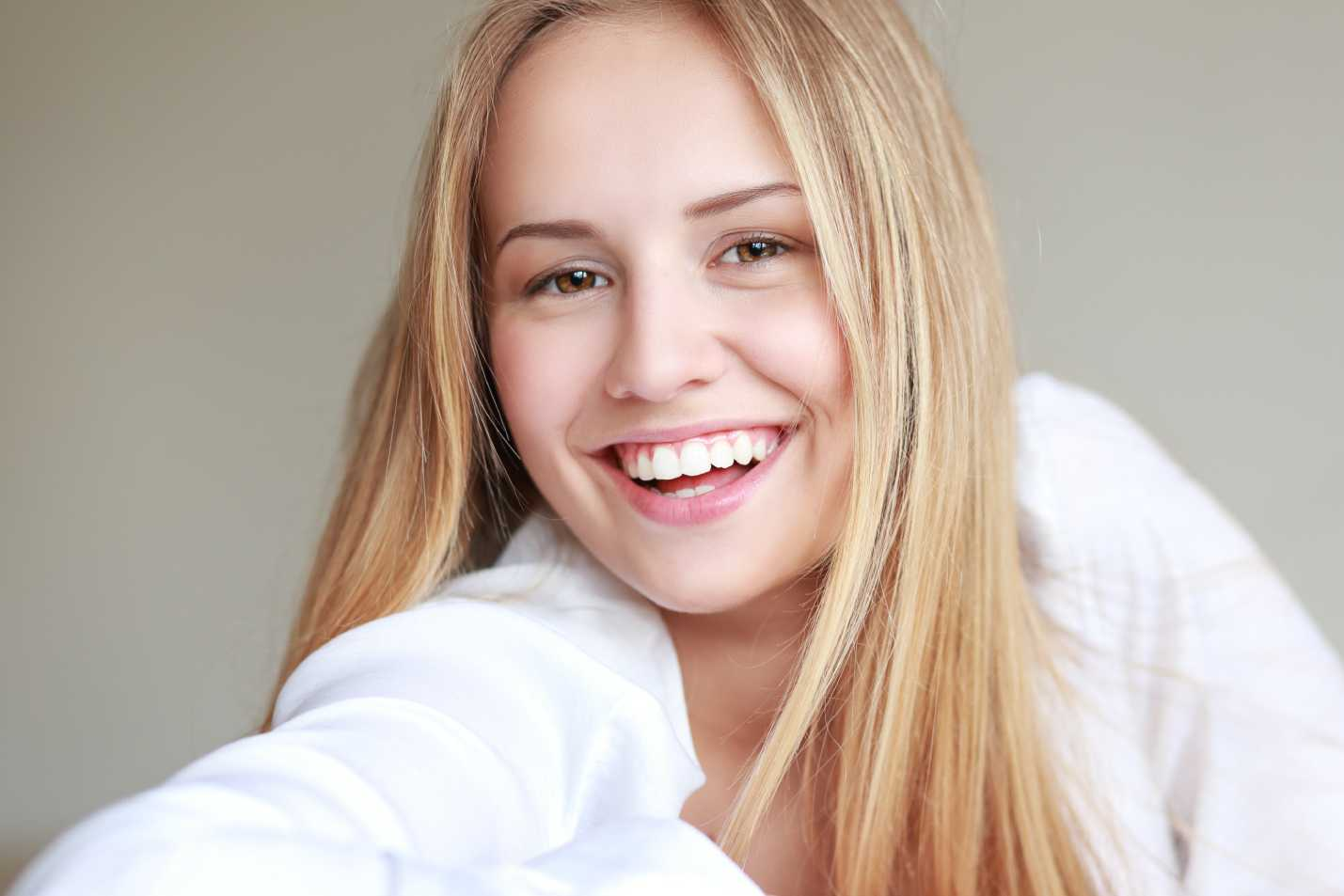 Lady smiling with beautiful teeth