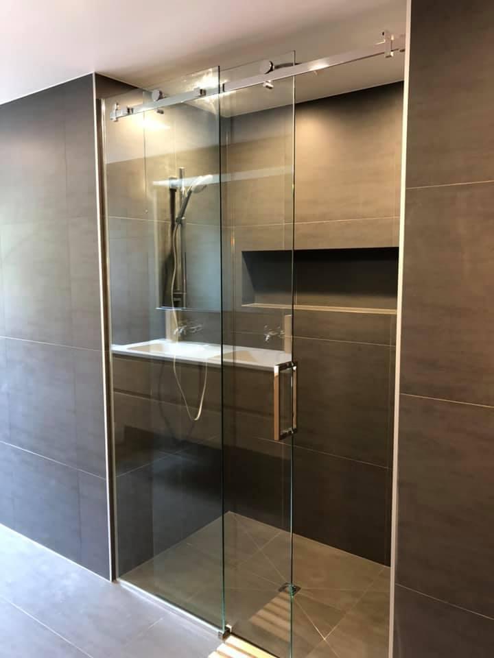 Frame-less Shower