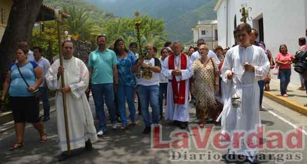 Ofician misa por el 274°  aniversario de Macuto