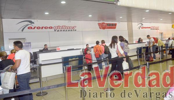 Se burlan de pasajeros en zona de embarque del terminal Nacional