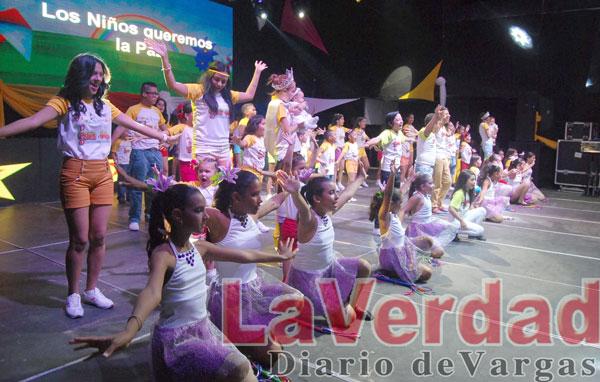 """23 niños demostraron su talento en el festival """"Canta y baila construyendo un sueño"""""""