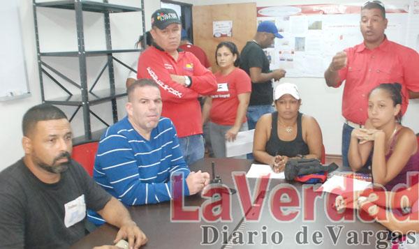 Familias de Atanasio cierran vía para reclamar viviendas