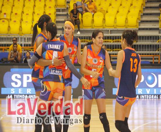Bucaneras regresó al sendero victorioso en el voleibol femenino