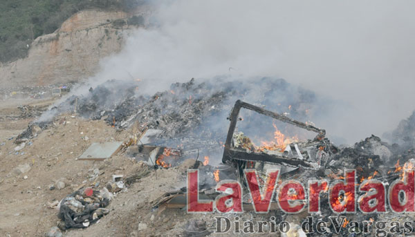 Ocho horas duró incendio en el vertedero Santa Eduvigis